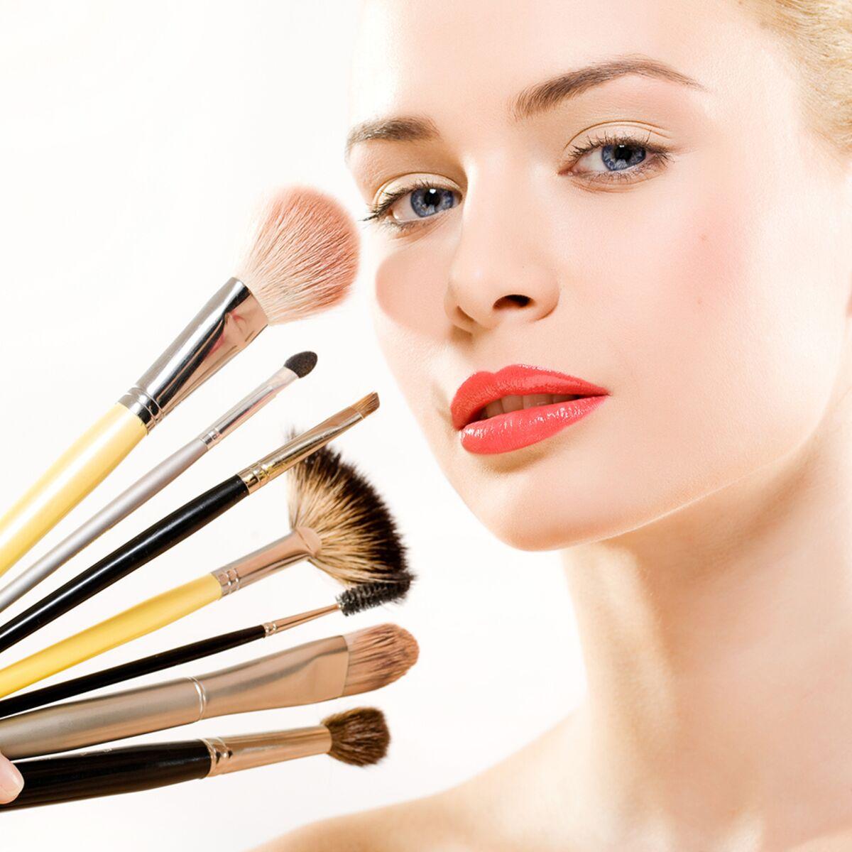 Blog filles : faut-il utiliser beaucoup de produits pour réussir son maquillage ?